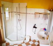 Badezimmer - Dusche und Waschplatz